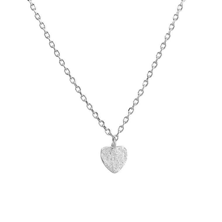 Γυναικείο ασημένιο κολιέ καρδιά σε ασημί χρώμα.