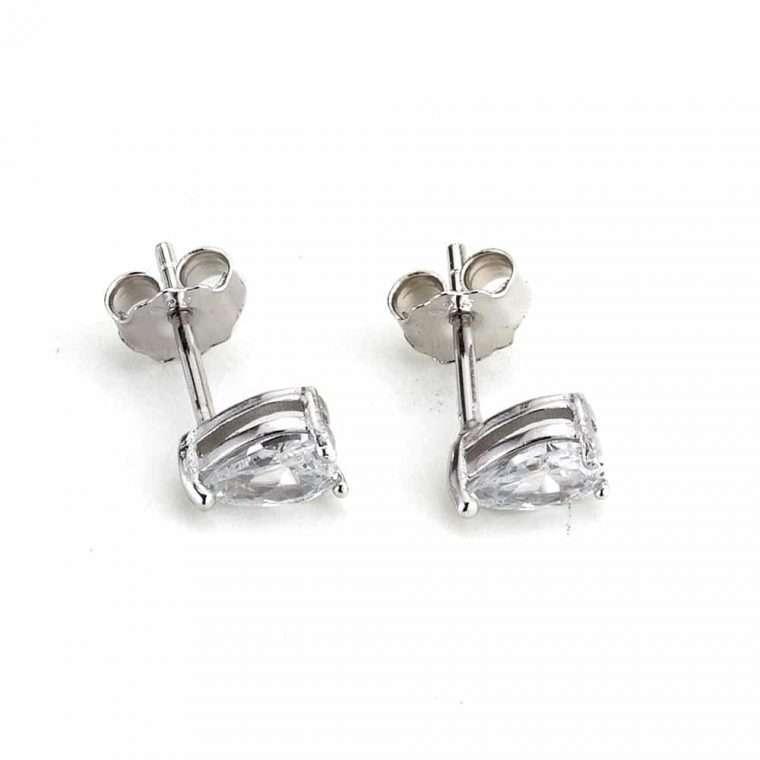 Ασημένια σκουλαρίκια δάκρυ μια πέτρα .