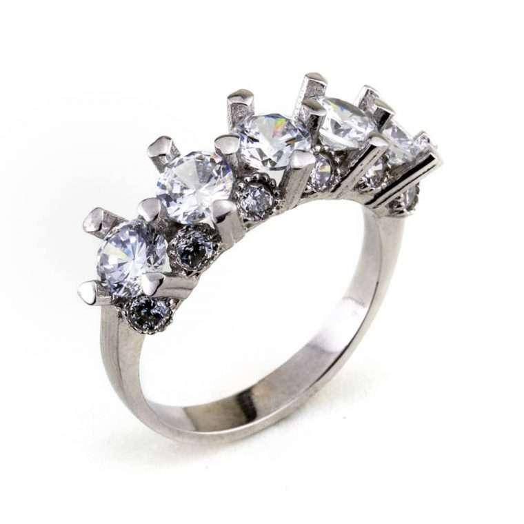 Γυναικείο ασημένιο δαχτυλίδι σιρέ με μονοπετράκια.
