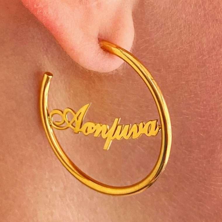Ασημένιο σκουλαρίκι κρίκος με όνομα